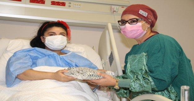 """Hamileyken Covid-19'a yakalanan genç anne: 'İnsan nefes için yalvarır mı, nefes için yalvarıyorsunuz"""""""