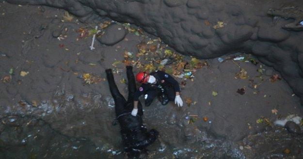 Kayıp gencin cesedi 50 metre derinlikteki obrukta bulundu
