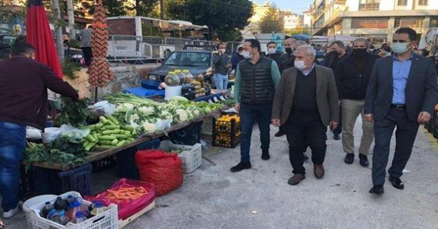 MHP Cuma pazarında esnafı ziyaret etti