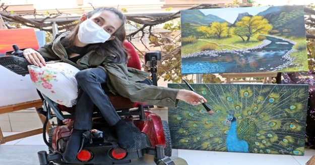 SMA Tip 2 hastası genç kızın çizdiği resimleri görenler gözlerine inanamıyor, yurt dışından bile sipariş alıyor