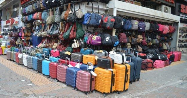 Turizm hareketliliği durunca çanta ve valizler ellerinde kaldı