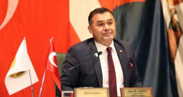 Ünlü yazar başkan Yücel'i yazdı