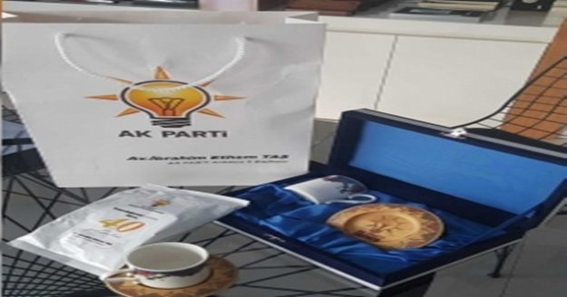 Ak Parti'den üyelere kongre hediyesi