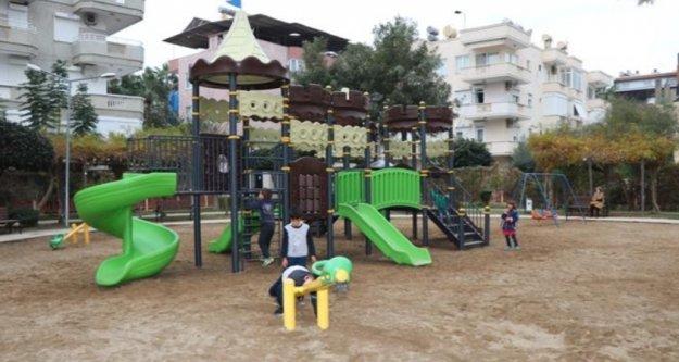 Alanya Belediyesi çocuk parklarını yeniliyor