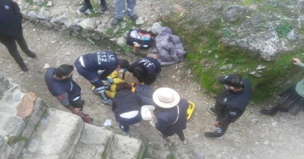 Alanya'da Rus kadın surlardan düştü!