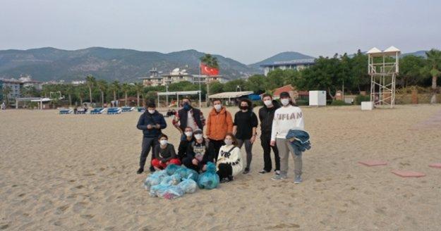 Alanya gençler çöp topladı