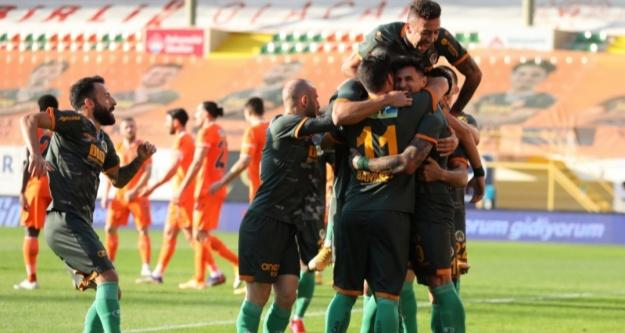 Alanyaspor, Başakşehir'i 3-0'la geçti