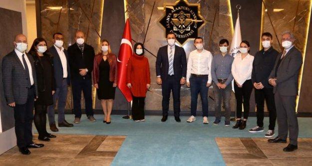 ALKÜ Tıp Fakültesi'nin ilk asistan hekimlerinden rektör Kalan'a ziyaret