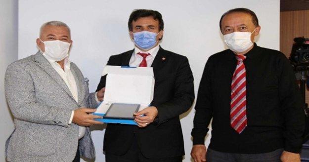 Başkan Şahin'den eğitime tablet desteği