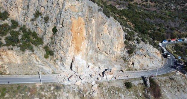Kapanan Alanya-Anamur yolunda uzun araç kuyruğu oluştu