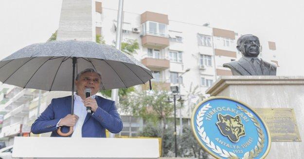 KKTC Kurucu Cumhurbaşkanı Rauf Denktaş anıldı