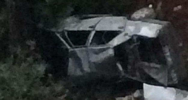 Otomobil şarampole yuvarlandı: 1'i ağır 3 yaralı var