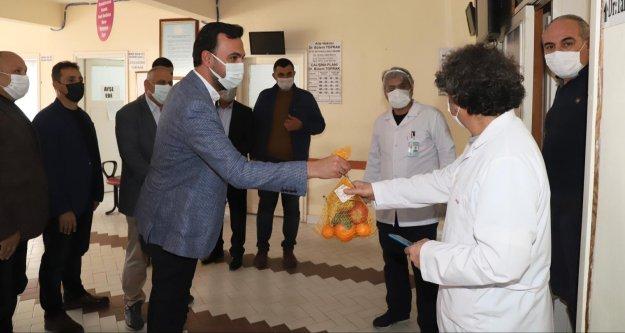Toklu'dan sağlık çalışanlarına anlamlı ziyaret