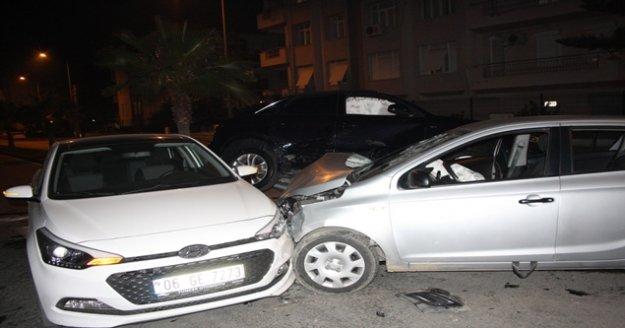 Üç aracın birbirine girdiği kazada kimsenin burnu kanamadı
