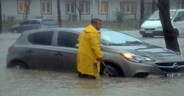 Uyarılar sonuç verdi, Antalya'da fırtına afete dönmedi