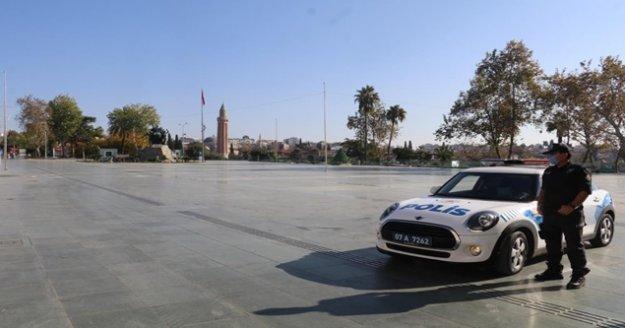 Antalya'da hafta sonu kısıtlamayı ihlal eden 493 kişiye ceza yağdı
