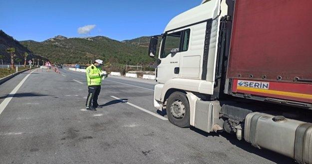 Antalya karayollarında trafik havadan denetlendi