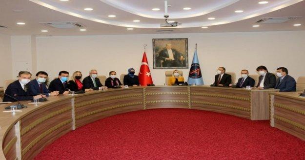AÜ Rektörü Özkan, AK Partili heyeti ağırladı