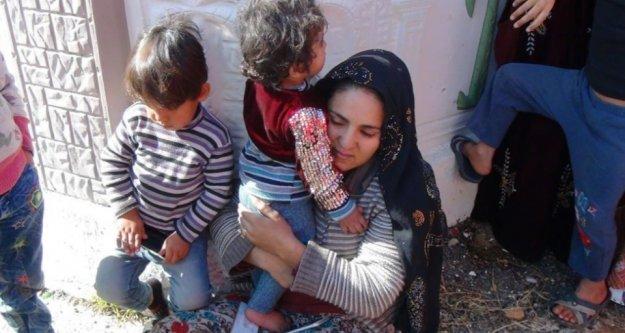 Evdeki yangında mahsur kalan çocukları anneleri kurtardı