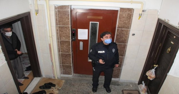 Kapısına bırakılan yemekleri almayınca polisi alarma geçirdi