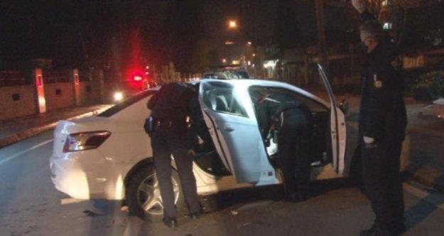 Kısıtlama saatinde polisin dur ihtarına uymayıp kaza yaptı