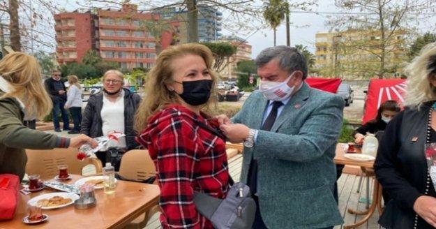 Alanya CHP'ye 20 yeni üye törenle katıldı