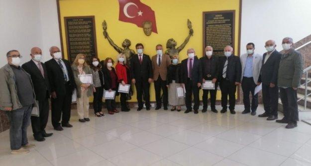 Alanya'da emekli öğretmenlere şeref belgesi