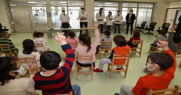Alanya'da minik öğrenciler ağız ve diş taramasından geçti
