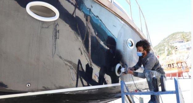 Alanya'da tur tekneleri sezona hazırlanıyor