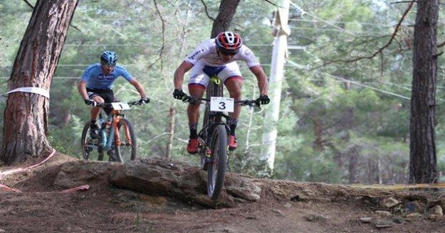 Alanya'da zorlu yollarda 101 sporcu pedal çevirdi