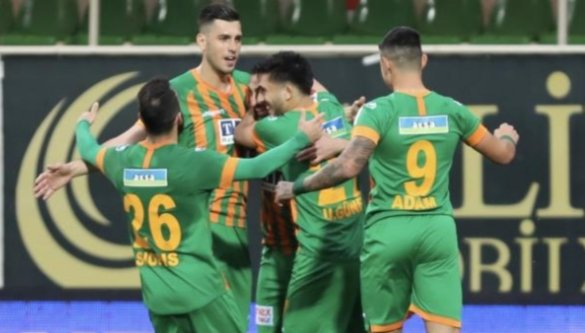Alanyaspor Antalya'nın rekoruna 4 golle son verdi