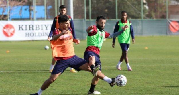 Alanyaspor'da Antalyaspor maçı öncesi forma savaşı