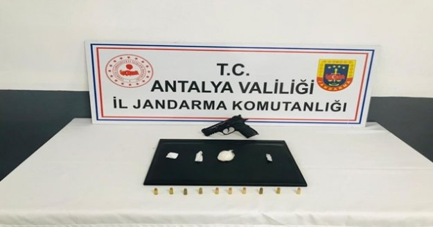 Antalya'da jandarmadan uyuşturucu baskını