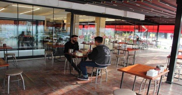 Antalya'da kafe ve restoranlar yüzde 50 kapasiteyle hizmete başladı