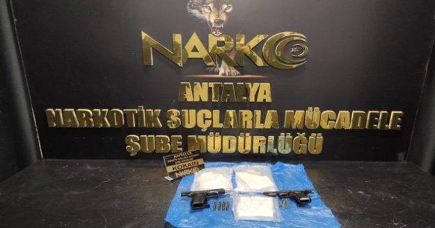 İstanbul'dan Antalya'ya uyuşturucu getiren 2 şahıs tutuklandı
