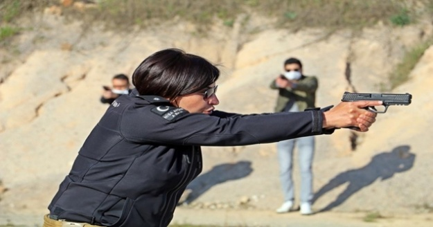 Kadın polislerin mermilerin gölgesindeki nefes kesen eğitimi