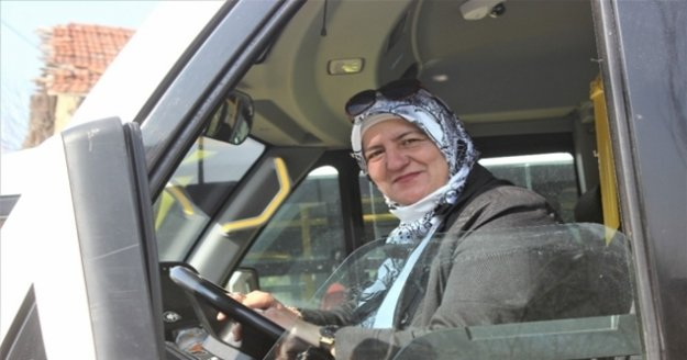 Kadın şoförü gören araçtan inmek istedi, yolculuk yapınca hayran kaldı