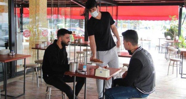 Kafe ve restoranlar yüzde 50 kapasiteyle hizmete başladı