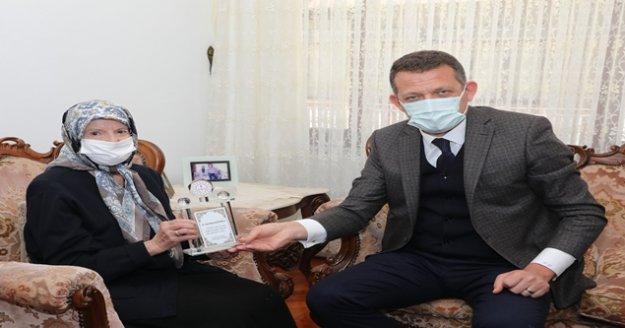 Kaymakam Ürkmezer Alanyalı hayırsever Fatma Nimet Alaettinoğlu'nu ziyaret etti