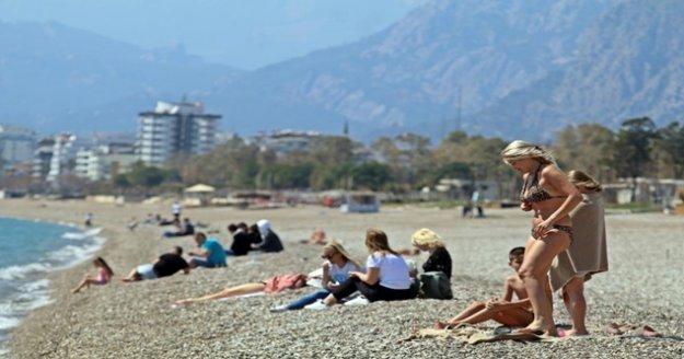 Mart ayının sonlarında turistlerin kısıtlamasız deniz keyfi