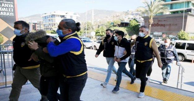 Yabancı kadınları para karşılığı fuhşa zorladığı iddia edilen 5 kişi tutuklandı
