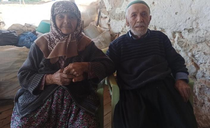 72 yıldır aynı yastığa baş koyan çiftin mutluluk sırrı: Sevgi ve saygı