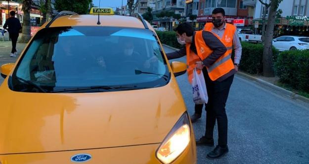 Alanya'da trafikte iftara yetişemeyenlere itfariyelik ve su