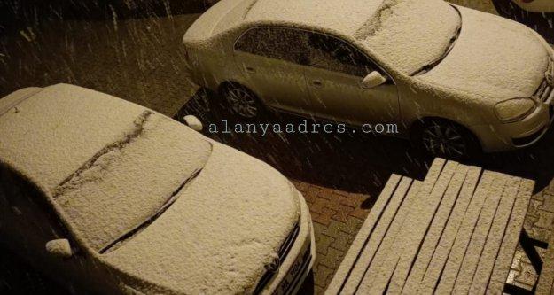 Alanya'ya Nisanda kar sürprizi