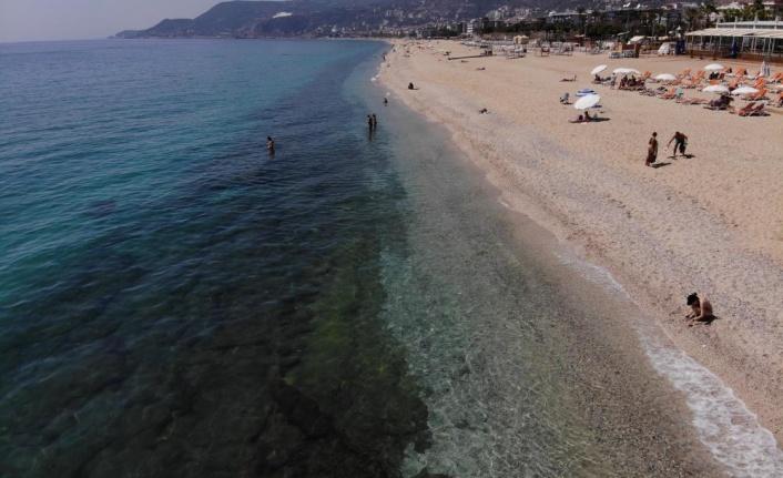 Alanya'da tarihi sessizlikte sahiller turistlere kaldı