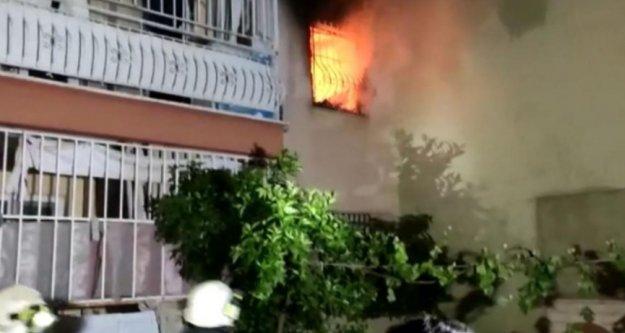Apartman sakinlerini sokağa döken yangın