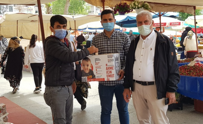 Başkan Yiğit Ahmet bebek için pazarda yardım topladı