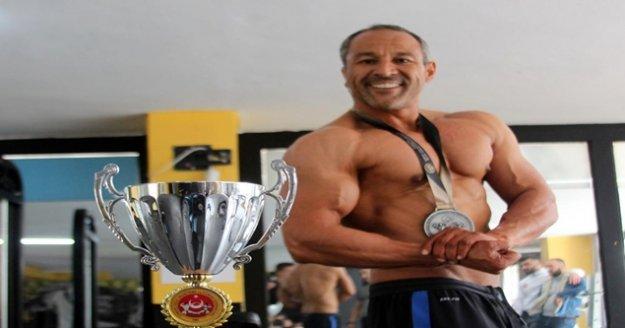 'Dombili' diyenlere inat 59 kilo verip şampiyon oldu