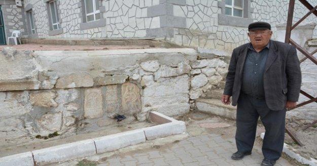 Duvarlarda bulunan 3 eser müzeye götürülürken 22 eser korumaya alındı