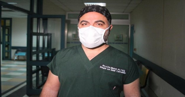 Korona virüs geçiren iki doktordan biri çürümüş soğan, diğeri yanık lastik kokusu aldı